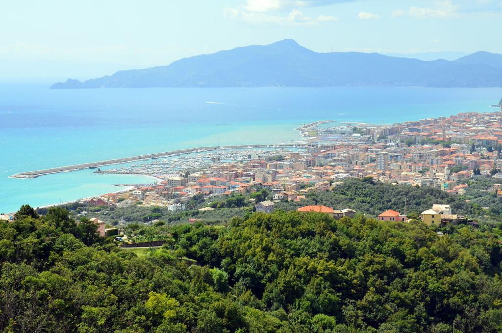 Lavagna_e_Chiavari_da_Santa_Giulia-panorama-1 (1)